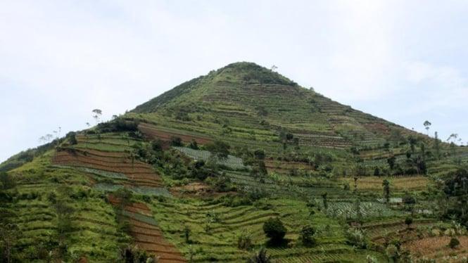 Gunung Sadahurip, Kabupaten Garut.