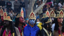 https://thumb.viva.co.id/media/frontend/thumbs3/2011/03/02/106083_festival-shivratri-di-india_213_120.jpg