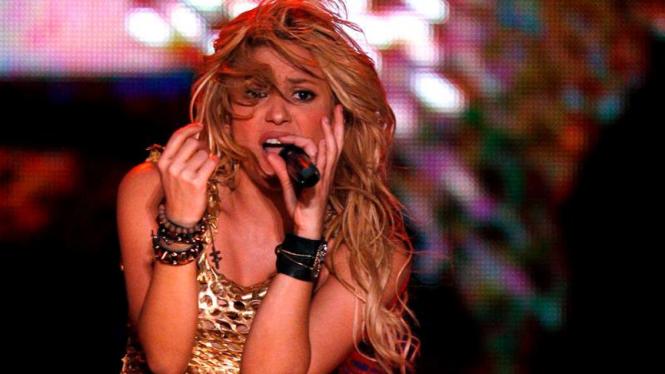 Shakira dalam sebuah konser di Buenos Aires, Argentina