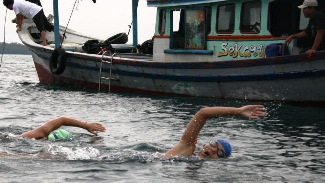 Ilustrasi renang open water.