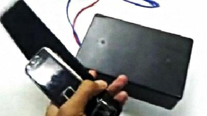 Alat pengecas baterai ponsel nirkabel besutan peneliti UI