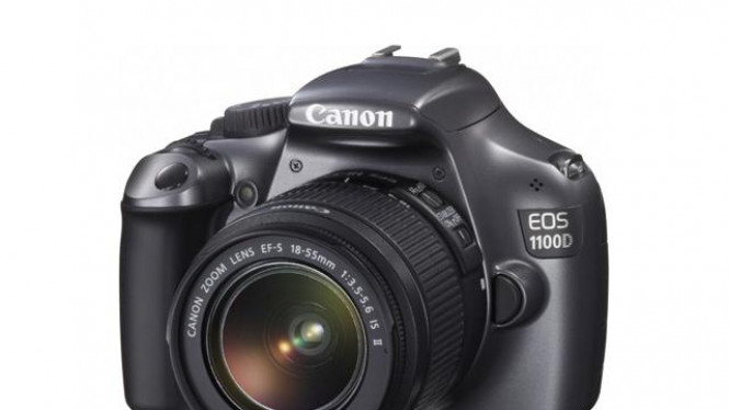 EOS 1100D dengan lensa 18-55mm IS II