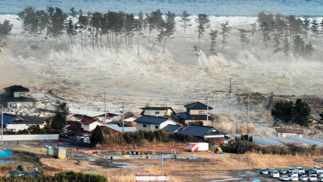 Tsunami hantam Jepang