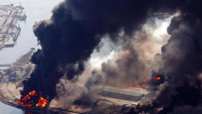 Kawasan Industri di Sendai Terbakar