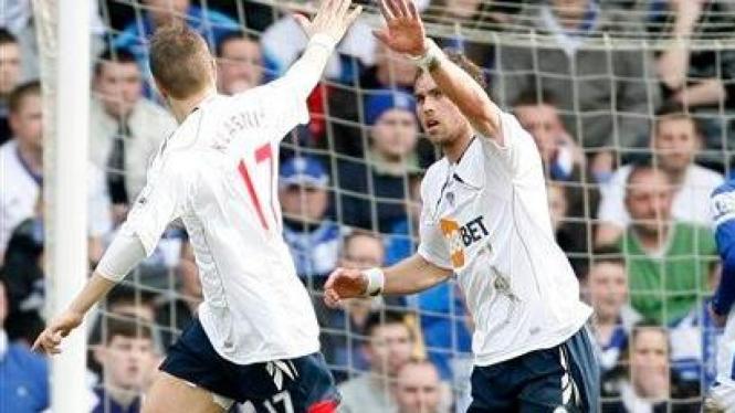 Johan Elmander saat mencetak gol pertama Bolton