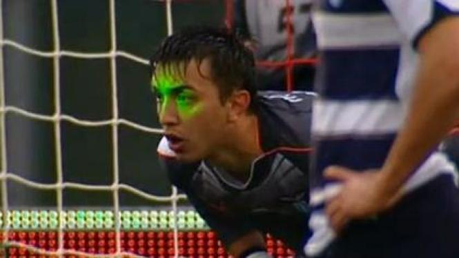 Fernando Muslera (Lazio) terkena sinar laser