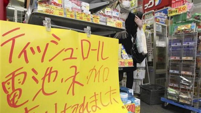 Suatu toko di pinggir Kota Tokyo, Jepang, kehabisan sejumlah produk