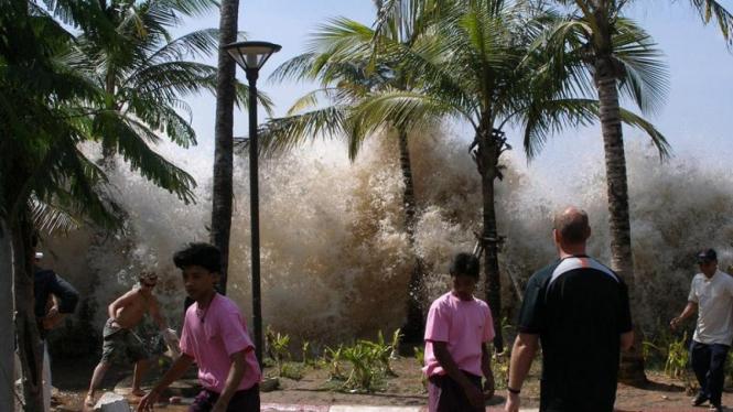 Tsunami di Thailand, 2004