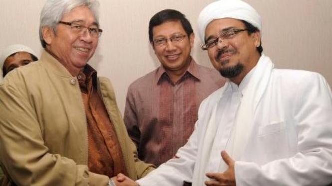 Taufiq Kiemas - Habib Rizieq (FPI) bersalaman disaksikan Lukman Hakim