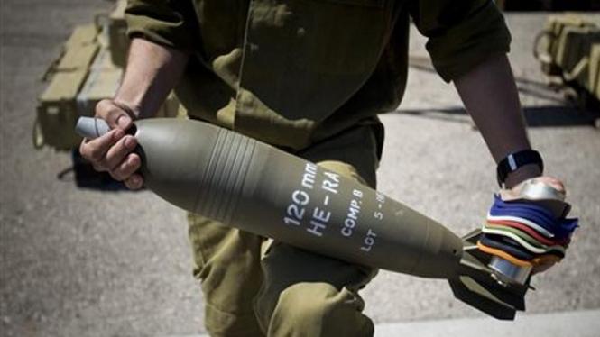 Tentara Israel pamerkan Mortir 120mm hasil sitaan.
