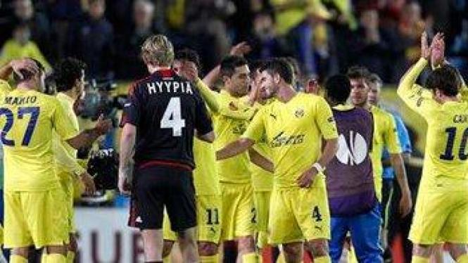Para pemain Villarreal merayakan kemenangannya atas Bayer Leverkusen