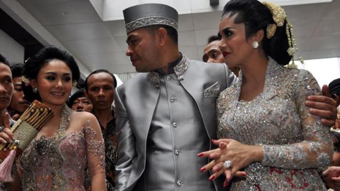 Pernikahan Krisdayanti-Raul Lemos