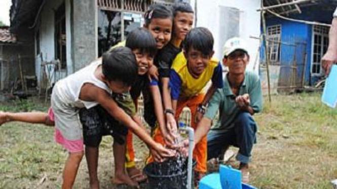 Anak-anak Bermain Air