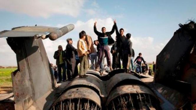 Bangkai pesawat tempur F-15 milik AS yang jatuh di Libya, Maret 2011
