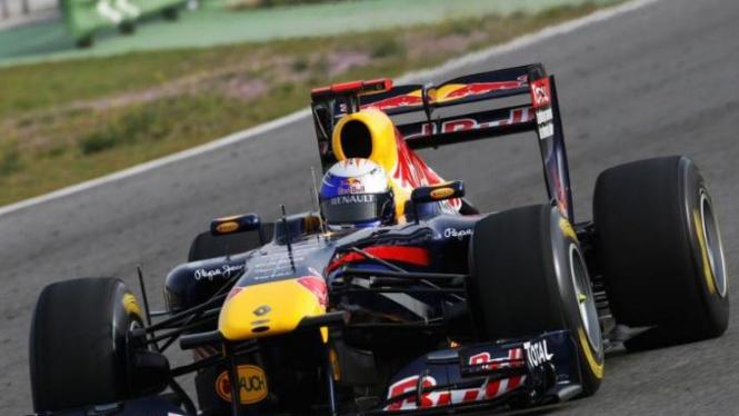 Sebastian Vettel (Red Bull) saat menggunakan sayap belakang