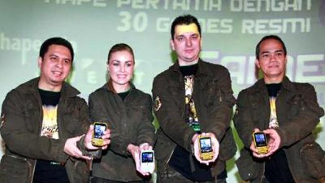 Peluncuran Hape Esia Qwerty Games, ponsel yang menandai kerja sama Esia dan EA