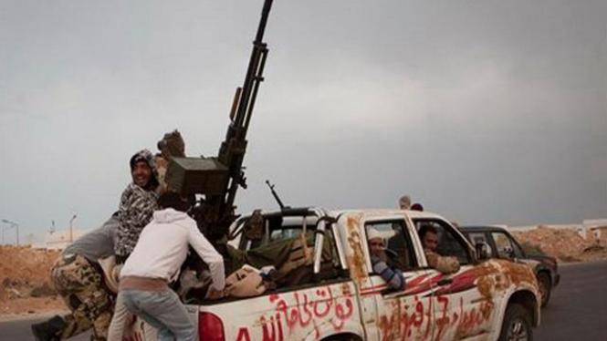 Pemberontak Libya meninggalkan Ras Lanouf, 29 Maret 2011