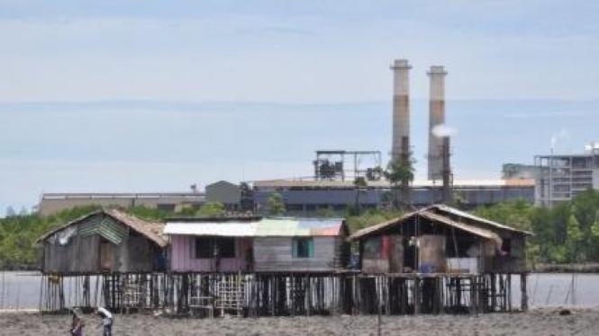 Rumah warga Kamoro di dekat pabrik Freeport, Timika, Papua