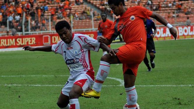 Stevie Bonsapia & Bambang Pamungkas Saat Persija VS Persipura