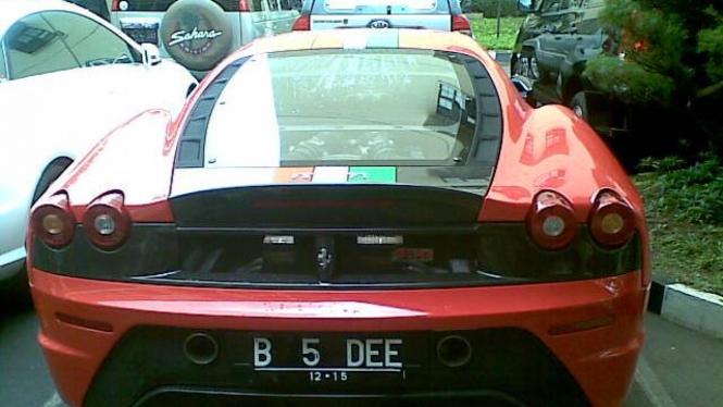 Mobil Ferrari milik Inong Melinda alias Melinda Dee yang disita