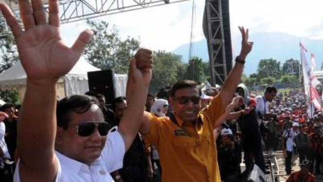 Prabowo Subianto (Gerindra) dan Wiranto (Hanura)