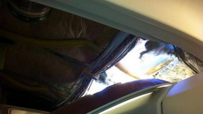 Lubang di pesawat Southwest Airlines, Jumat 1 April 2011