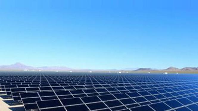 Pembangkit listrik tenaga surya terbesar di gurun pasir Nevada, Amerika Serikat