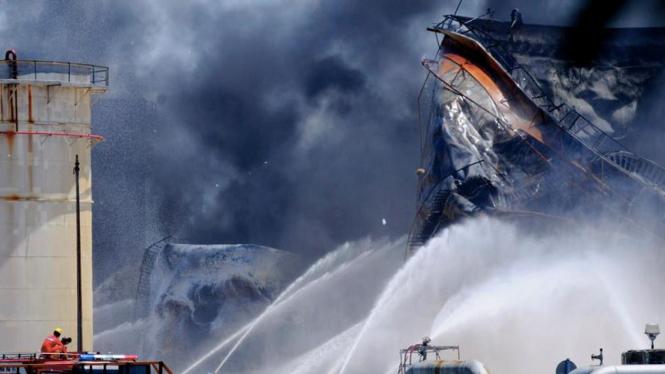 Kebakaran kilang minyak Pertamina di Cilacap