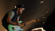 https://thumb.viva.co.id/media/frontend/thumbs3/2011/04/06/108313_konser-bruno-mars_213_120.jpg