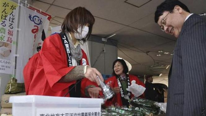 Penjualan ketimun asal Fukushima di Tokyo, Jepang