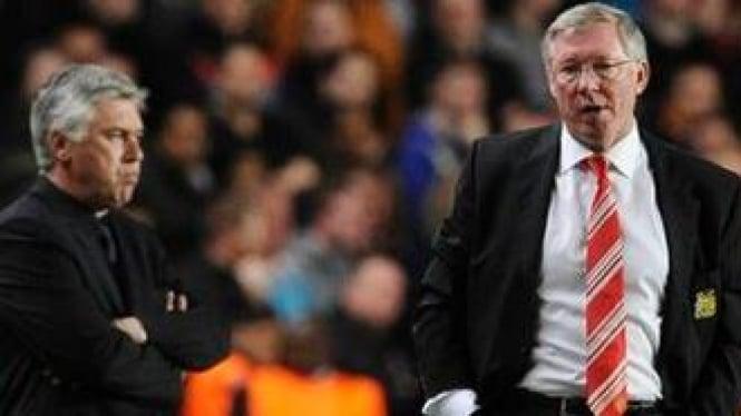 Carlo Ancelotti (kanan) dan Manajer MU Sir Alex Ferguson