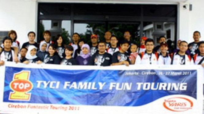 TOP 1 & Komunitas Toyota Yaris berwisata ke Cirebon