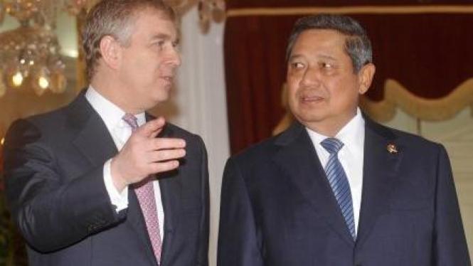 Presiden Susilo Bambang Yudhoyono (kanan) dan Pangeran Andrew (kiri)