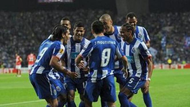 Para pemain FC Porto merayakan gol ke gawang Spartak Moscow