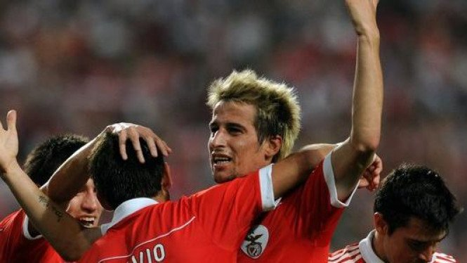 Para pemain Benfica merayakn gol ke gawang PSV
