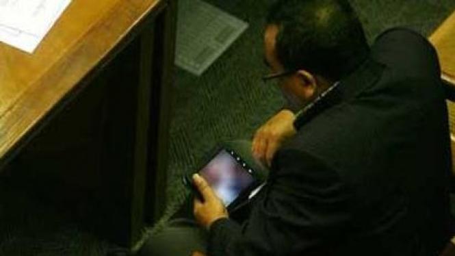 Politikus PKS no 72 Arifinto kepergok lihat gambar porno