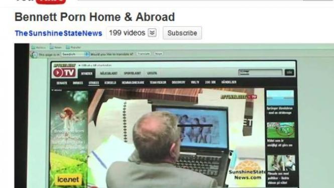 Rekaman di YouTube saat Mike Bennett melihat gambar porno