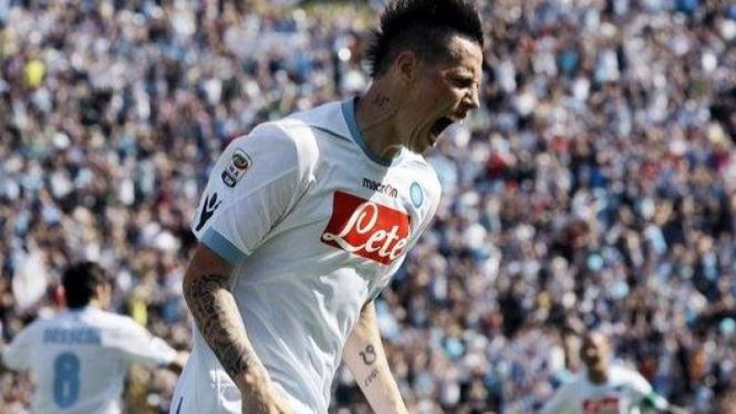Marek Hamsik merayakan gol ke gawang Bologna