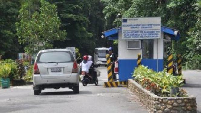 Gerbang masuk Pusat Perkantoran dan Perumahan Freeport di Timika, Papua