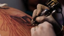 https://thumb.viva.co.id/media/frontend/thumbs3/2011/04/11/108633_india-ink-tattoo-convention_213_120.jpg
