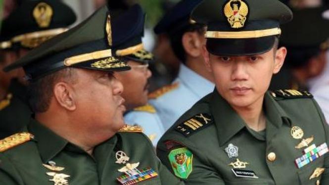 Agus Harimurti Yudhoyono (kanan)