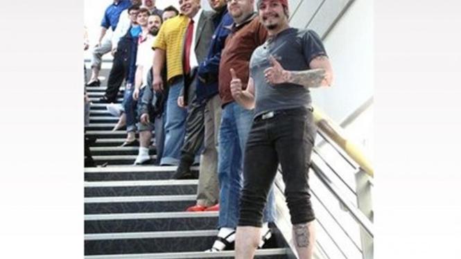 Parade pria pemakai sepatu perempuan hak tinggi di Alaska, AS