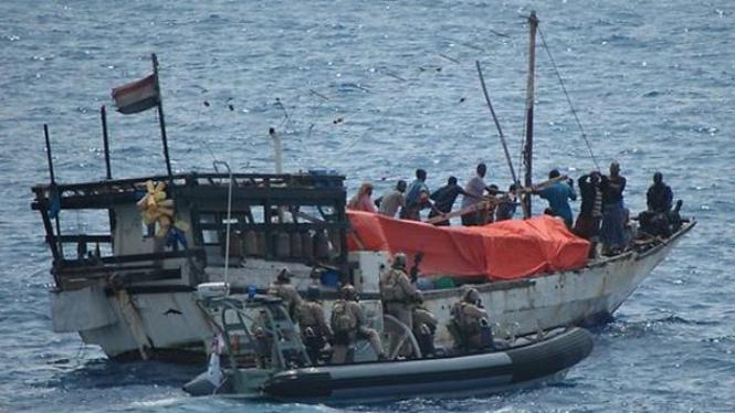 Pasukan AL Australia menyerbu kapal yang dibajak perompak Somalia.