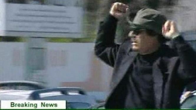 Muammar Khadafi berpawai di Tripoli, Libya