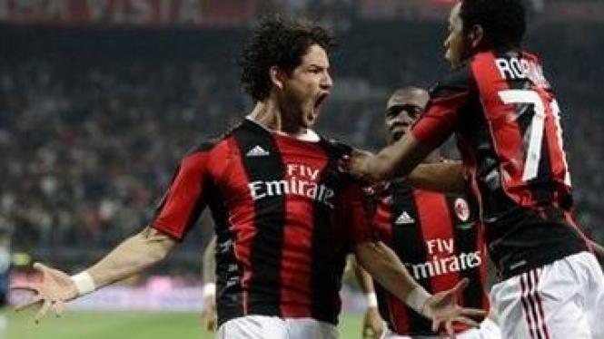 Pemain AC Milan Pato, Robinho, dan Clarence Seedorf