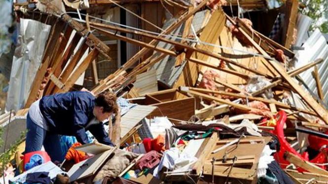 Tornado menghancurkan rumah di North Carolina, AS, 16 April 2011