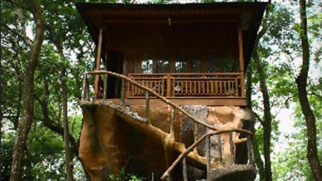 Rumah pohon di Taman Buah Mekar Sari