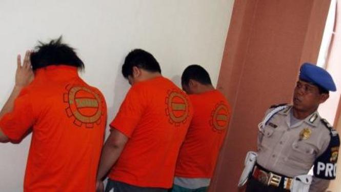 Tiga tersangka pembunuh nasabah Citibank, Irzen Octa, yakni A, H dan D