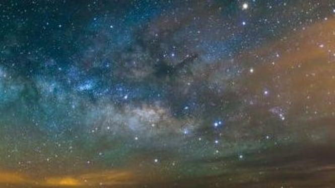 Foto Bima Sakti yang diambil dari gunung tertinggi di Spanyol.