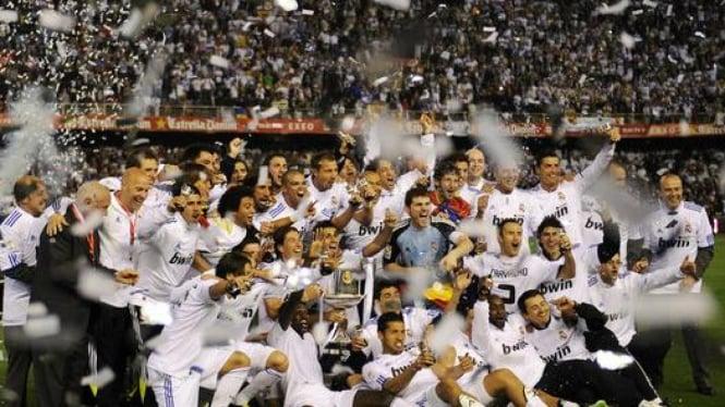 Pemain Real Madrid merayakan kemenangan Piala Raja